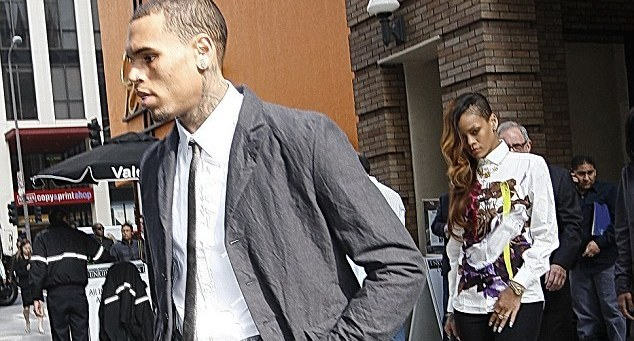 Rihanna accompagne chris brown au tribunal bellebeirut for Robot cuisine rappeur
